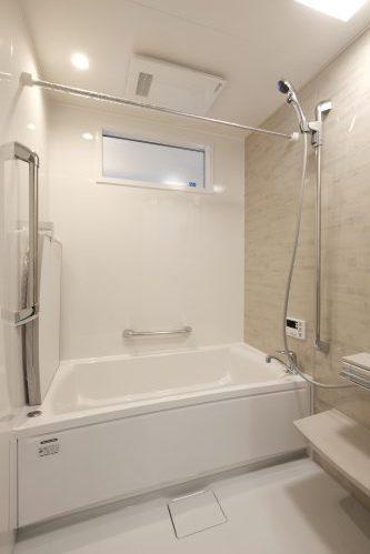 お風呂には珍しい内装窓